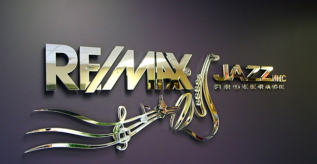 Logo inox trắng gương độc đáo