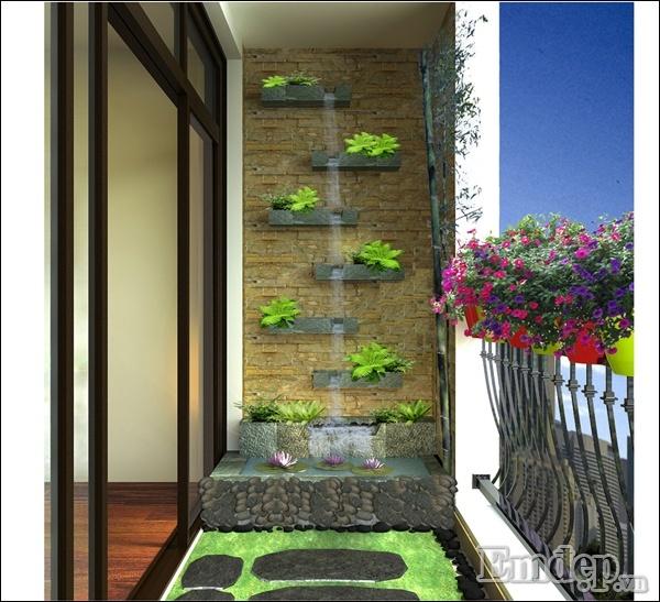 Ban công xanh giúp giảm bớt nóng ở tường chung cư phía Tây.